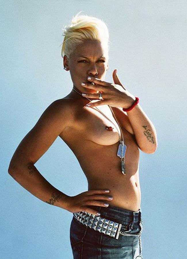 geile-black-topless-singer-ebony