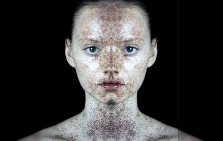 Предхелоуинско: първата козметика в света, която сменя цвета си, докато я носим
