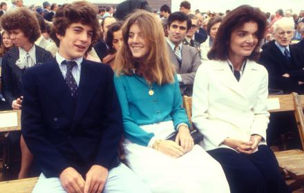 Три поколения Кенеди в едно и също Valentino
