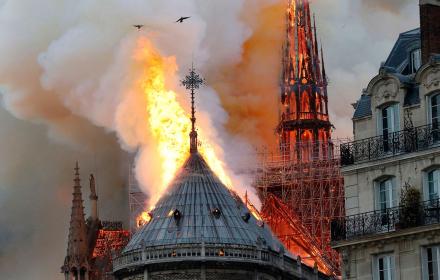 Tristesse: Сърцето на Париж изгоря