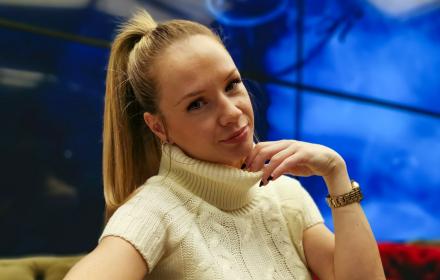 Говори ми за ЛЮБОВ, Лора Караджова