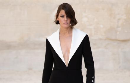 Всички ансамбли от Круиз колекцията 2022 на Chanel