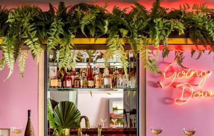 Домовете на известните, за които не спираме да мислим: Зелена кухня, изрисувани стаи и вдъхновена от Хана Монтана гостна