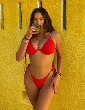 Петъчна доза секс: Анастасия Караниколау, ндп-то на Кендал и Кайли