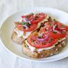 Сандвичи с домат и бобена паста