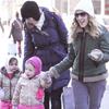 8 февруари, петък - Разходка в снега със Сара Джесика и близначките