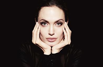 Появи се: Анджелина за първи път след скандалния развод