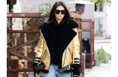 Крадем визии: Златното яке и прозрачните ботуши на Кендал Дженър