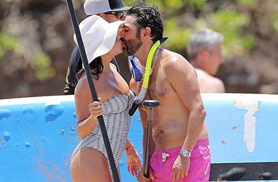 Обичта на известните: Ева Лонгория и Хосе Бастон на плажа