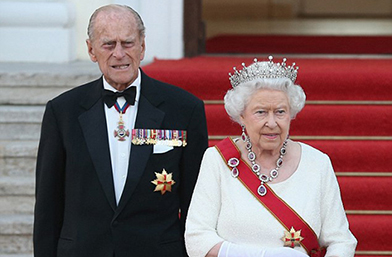 В последния момент: Отстъпва ли Кралицата трона си?