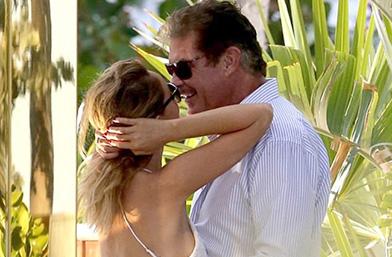 Дядо Мич се целува с 37-годишно гадже