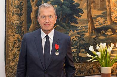 Марио Тестино с орден на Почетния легион