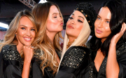 Зад кулисите: Надникнете в приготовленията на красавиците от  Victoria's Secret