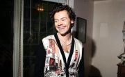 Хари Стайлс пуска тениски в подкрепа на глобалния фонд за борба с коронавируса