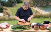 Гордън Рамзи се завръща и ни поднася още по-дръзки приключения в глобалната кулинарна експедиция