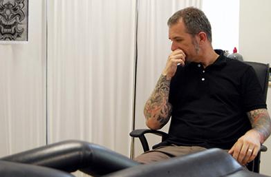 Мъже в черно: Татуистът Емил и картините му с игла и мастило