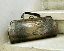Фантастична чанта на Moschino Cheap and Chic