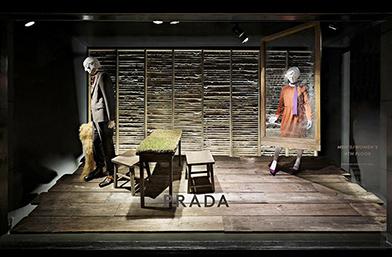 Prada триумфално се завръща в Barneys New York