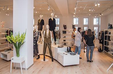 View Sofia избра: Какво ще си купим от колекцията Studio на H&M, ексклузивeн репортаж от шоурума на марката