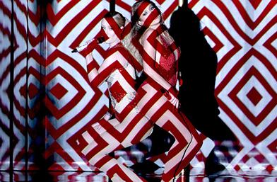 Дневниците на редакцията: Louis Vuitton с нова книга; Кейт Бланшет – изящна за Porter; Джей Ло вае форми с диаманти и още...