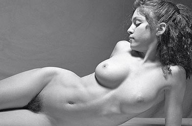 Мадона - млада, невинна и гола в непубликувани кадри