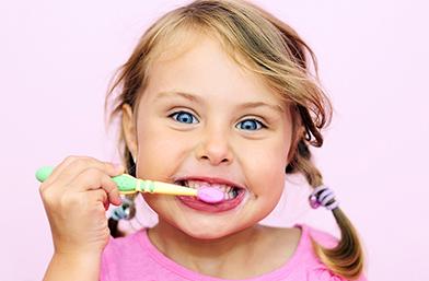 """Как да запазим зъбите на детето здрави - няколко основни съвета ни дава д-р Иванова от стоматологична клиника """"Панов Дентал"""""""