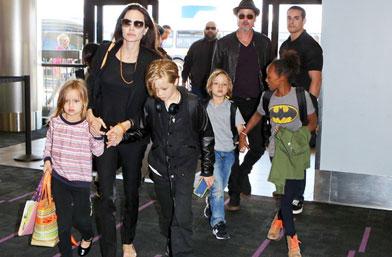 Цялото семейство Джоли-Пит тръгна на ваканция във Франция