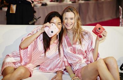 Instagram моменти... от снощи, фешън шоуто на Victoria's Secret 2015