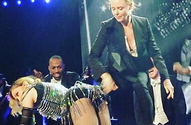 E, не се спря! Стела Макартни нашляпа Мадона на сцената в Лондон