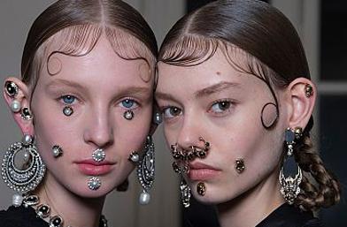 Dare U: Fake Piercing за новогодишното парти