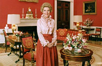 Стилът на Нанси Рейгън - вечната модна диктаторка в пурпур!