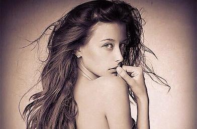 Директно от ПР-а: Родна красавица подлуди гръцките таблоиди