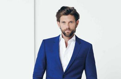 Men's Exhibit: Ура за момчетата в сини костюми