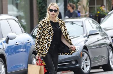 Крадем визии: Леопардовото палто и кожените панталони на Ема Робъртс