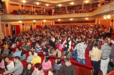 """Близо 7000 лв. дарява Народният театър """"ИВАН ВАЗОВ"""" на читалището в ХИТРИНО"""