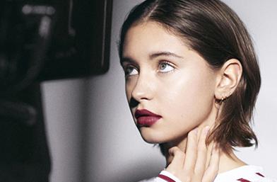17-годишната дъщеря на Джъд Лоу - Айрис, е лицето на Burberry