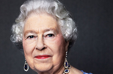 Тя е ПЪРВАТА! Кралица Елизабет празнува сапфирен юбилей!