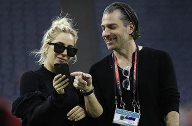 Ето с кого се гушка Лейди Гага