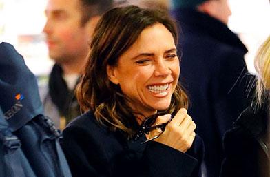 Тя можела да се усмихва! Госпожа Бекъм и цялото й щастие!