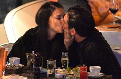 Адриана Лима се гушка с ново мъжленце