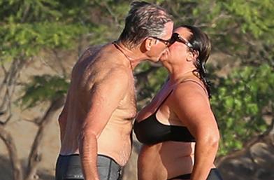 Обичта на известните: Пиърс Броснан и Кийли Смит в Хаваи