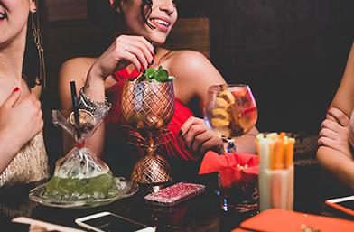 Candy извън работно време: Още един коктейл, моля!