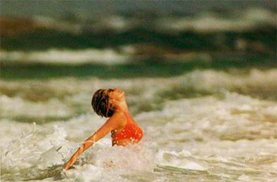 Искаме НЕЗАБАВЕН отпуск: Убийствените плажни снимки на лейди Ди!