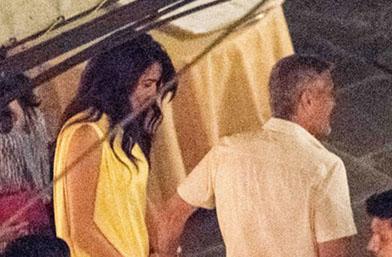 We love: Амал Клуни в жълто