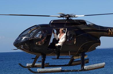 Кейт Мос ТОПЛЕС в кабината на вертолета
