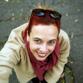 Профил/Анфас: Весела Бабинова