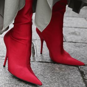 Всички носят: Червени боти & ботуши