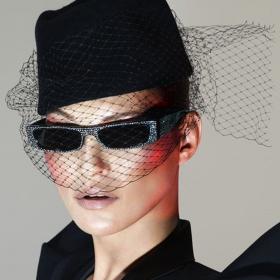Кой как избра да се рекламира: Кейт Мос за Alain Mikli × Alexandre Vauthier
