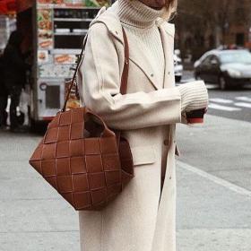 Всички носят: Чантата на Loewe