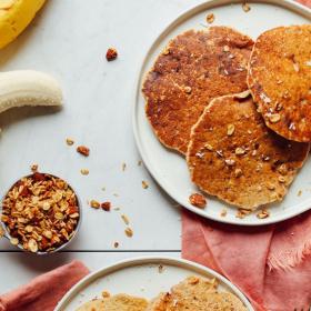 Сладки изкушения 5: Безглутенови бананови палачинки с орехи